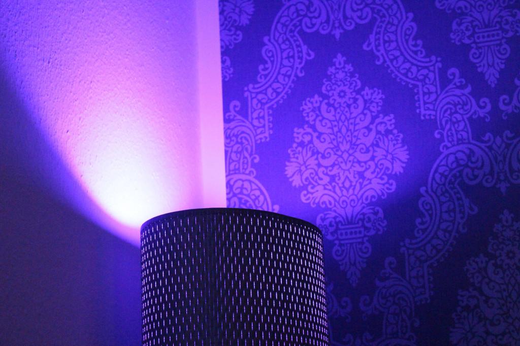Indirekte Beleuchtung Lampe mit dichtem Lampenschirm